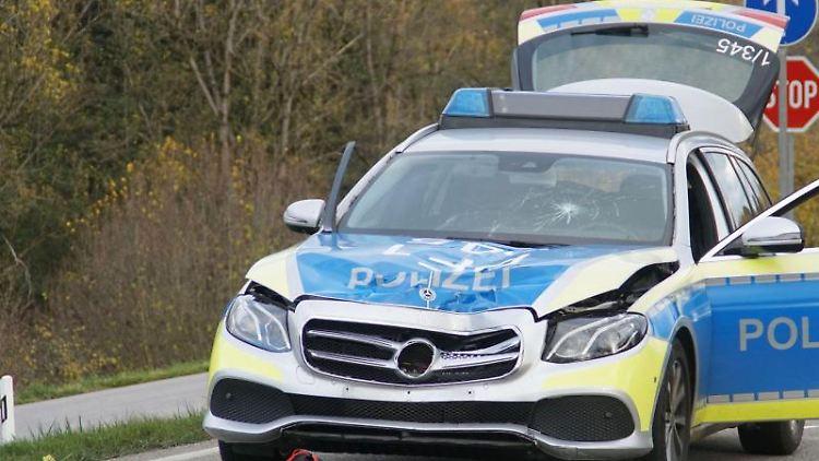 Ein Polizeifahrzeug steht an einer Unfallstelle. Foto: Gress/SDMG/dpa