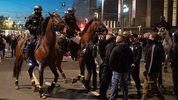 Reaktion Auf Demo In Leipzig Sachsen Verscharft Seine Corona Verordnung N Tv De
