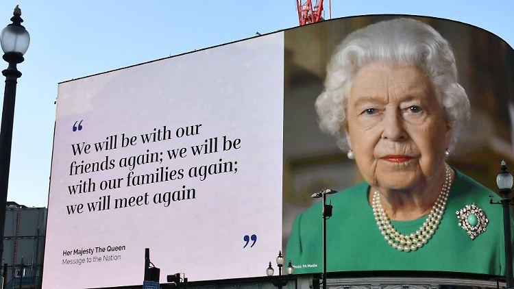 queen lizzy.jpg