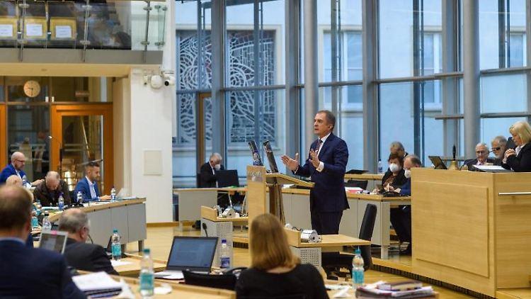 Marco Tullner (CDU) spricht im Plenarsaal des Landtages während einer Sitzung. Foto: Klaus-Dietmar Gabbert/dpa-Zentralbild/ZB/Aktuell