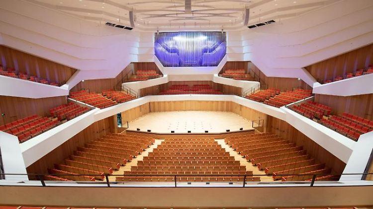 Leere Stuhlreihen im Konzertsaal des Kulturpalast. Foto: Sebastian Kahnert/dpa-Zentralbild/dpa/Archivbild
