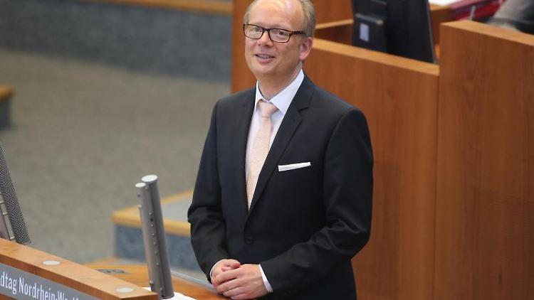 Der NRW-Landtagspräsident André Kuper (CDU) hält eine Rede im Landtag. Foto: Federico Gambarini/dpa/Archivbild
