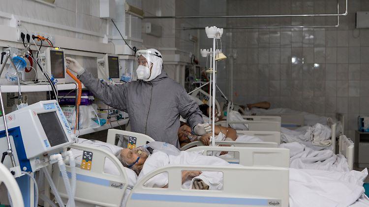 Patienten auf einer Corona-Station im russischen Ulan-Ude