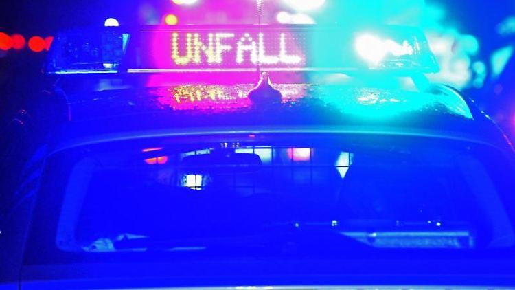 Polizei Blaulicht bei Unfallaufnahme. Foto: Stefan Puchner/dpa