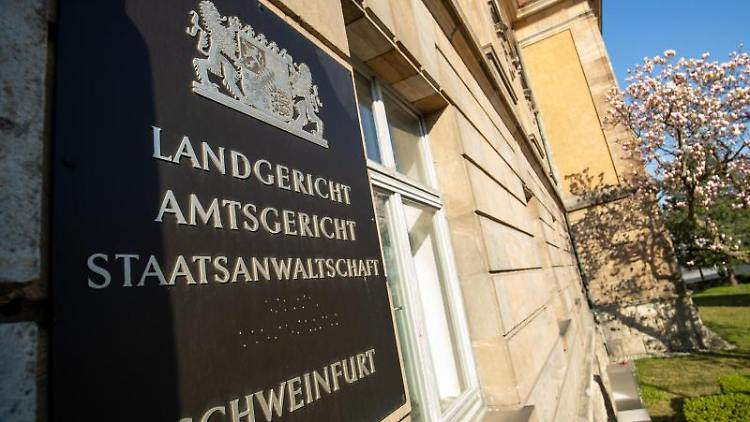 Außenansicht von Landgericht und Amtsgericht in Schweinfurt. Foto: Daniel Karmann/dpa/Archivbild