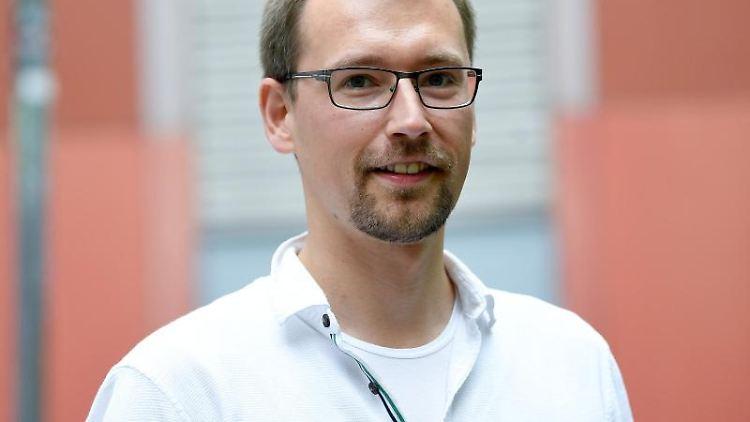 Tom Erdmann, der GEW-Vorsitzende des Landes Berlin. Foto: Britta Pedersen/dpa/Archivbild