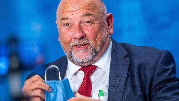 MV-Wirtschaftsminister Harry Glawe (CDU) nimmt an einer Pressekonferenz teil. Foto: Jens Büttner/dpa-Zentralbild/ZB/Archivbild
