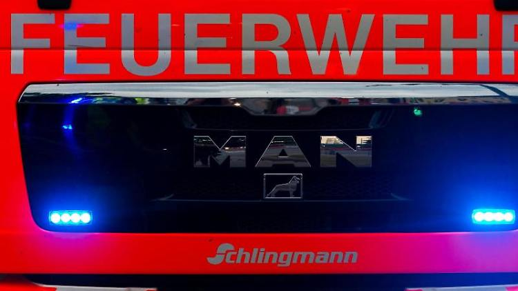 Ein Einsatzwagen der Feuerwehr. Foto: Mohssen Assanimoghaddam/dpa/Symbolbild