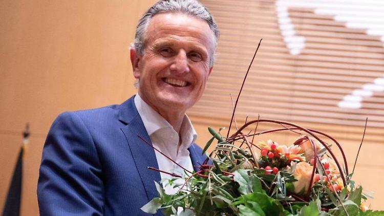 Frank Nopper (CDU) steht nach seiner Wahl zum Stuttgarter OB im Rathaus. Foto: Sebastian Gollnow/dpa