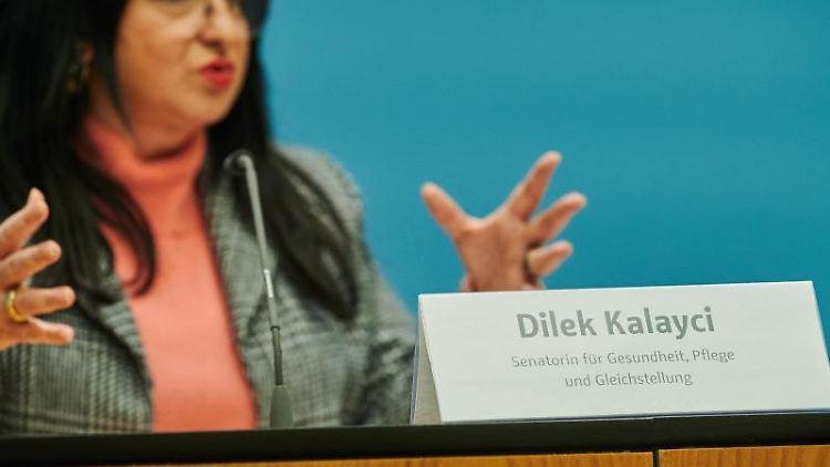 Dilek Kalayci, Berliner Senatorin für Gesundheit, Pflege und Gleichstellung spricht. Foto: Annette Riedl/dpa
