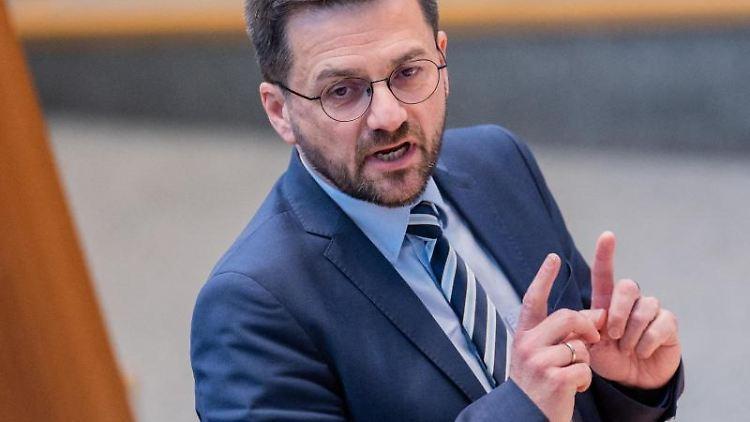 Thomas Kutschaty (SPD), Landtagsfraktionsvorsitzender, spricht. Foto: Rolf Vennenbernd/dpa/Archivbild