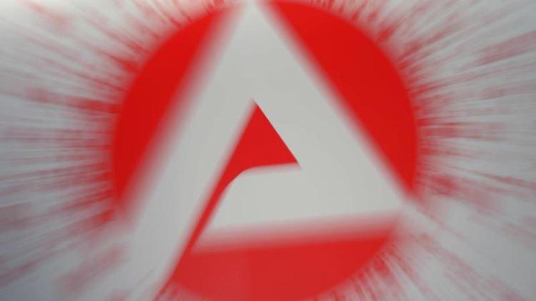Das Logo der Arbeitsagentur. Foto: Peter Steffen/dpa-tmn/Symbolbild