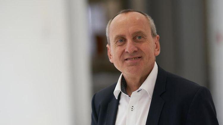 Der rheinland-pfälzische Wissenschaftsminister Konrad Wolf (SPD). Foto: Thomas Frey/dpa/Archivbild