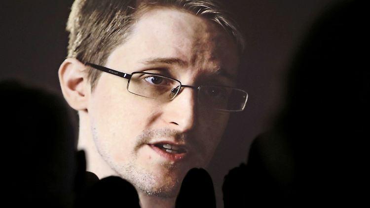 Edward Snowden wurde von Wikileaks bei seiner Flucht unterstützt. Er lebt in Russland im Exil.