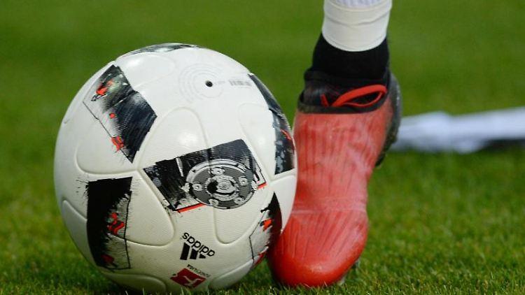 Ein Fußball-Spiel. Foto: Patrick Seeger/dpa/Symbolbild