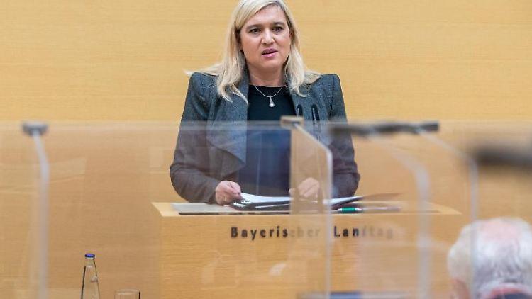 Bayerns Gesundheitsministerin Melanie Huml (CSU) spricht bei einer Landtagssitzung. Foto: Peter Kneffel/dpa/Archivbild