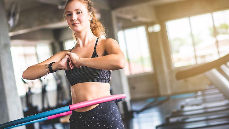Hula-Hoop-Reifen sind heute mehr Fitnessgerät als Spielzeug.