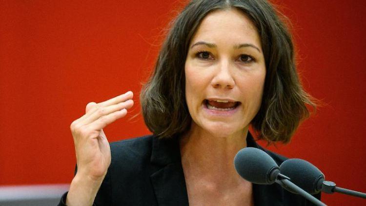Anne Spiegel (Bündnis 90/Die Grünen), Umwelt- und Energieministerin in Rheinland-Pfalz, spricht. Foto: Andreas Arnold/dpa/Archivbild