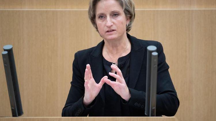 Nicole Hoffmeister-Kraut (CDU), Wirtschaftsministerin von Baden-Württemberg, spricht. Foto: Marijan Murat/dpa/Archivbild