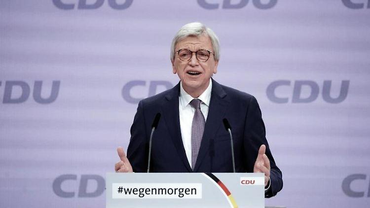 Der hessische Ministerpräsident Volker Bouffier spricht. Foto: Michael Kappeler/dpa