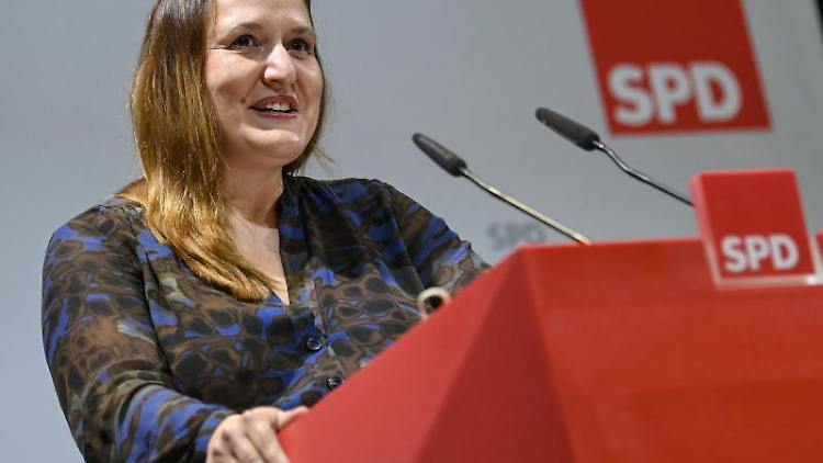 Manja Schüle (SPD), Wissenschaftsministerin, spricht. Foto: Britta Pedersen/dpa-Zentralbild/dpa