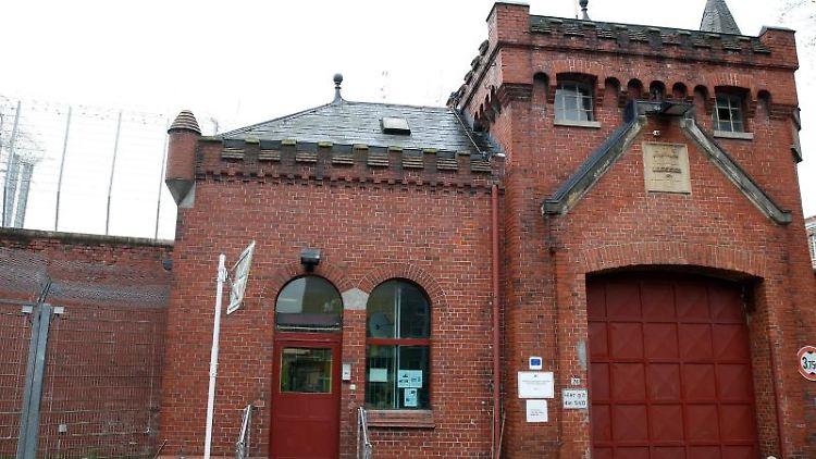 Das Hauptportal der Justizvollzugsanstallt Fuhlsbüttel. Foto: picture alliance / dpa/Archivbild