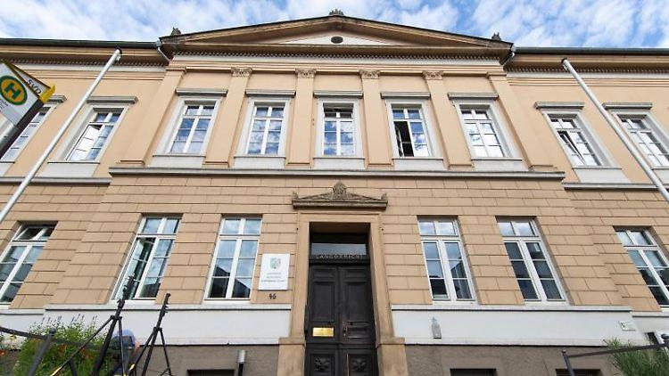 Blick auf das Landgericht Detmold. Foto: Friso Gentsch/dpa/Archivbild