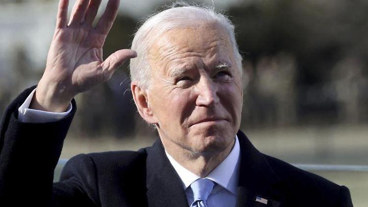 US-Präsident Joe Biden winkt, nachdem er als 46. Präsident der Vereinigten Staaten vereidigt wurde. Foto: Jonathan Ernst/Pool Reuters/AP/dpa