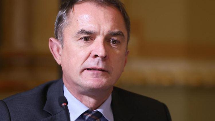 Sachsen-Anhalts Bildungsminister Marco Tullner (CDU) spricht bei einer Pressekonferenz. Foto: Ronny Hartmann/dpa-Zentralbild/dpa/Archivbild