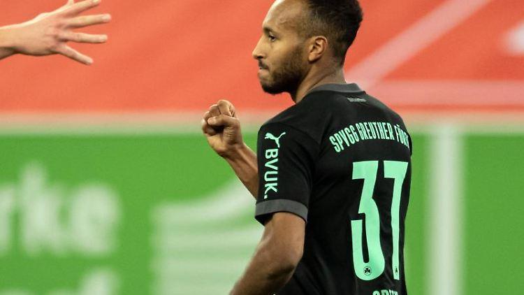 Julian Green von Fürth jubelt über seinen Treffer zum 2:0. Foto: Bernd Thissen/dpa