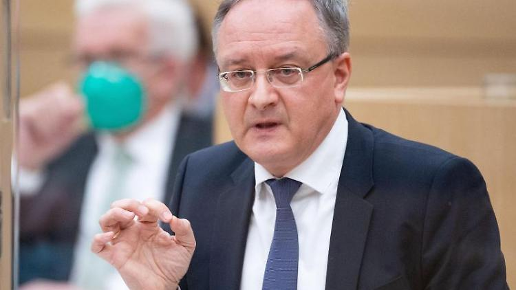 Andreas Stoch (r), Vorsitzender der SPD-Fraktion im Landtag von Baden-Württemberg. Foto: Marijan Murat/dpa
