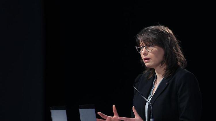 Katja Pähle, Landtagsfraktionschefin der SPD in Sachsen-Anhalt, beim Online-Parteitag ihrer Partei. Foto: Ronny Hartmann/dpa-Zentralbild/dpa