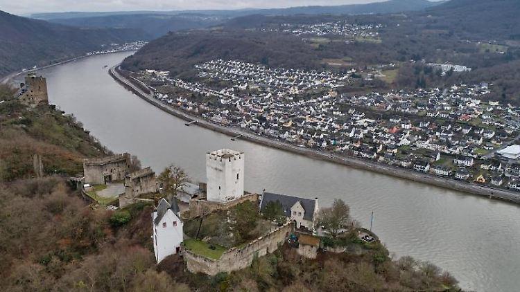 Burg Sterrenberg liegt hoch über dem Mittelrheintal. Foto: Thomas Frey/dpa