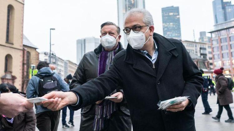 Der hessische Verkehrsminister Tarek Al-Wazir (Grüne, r). Foto: Frank Rumpenhorst/dpa