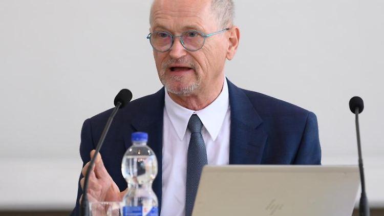 Karl-Heinz Binus, Präsident des Sächsischen Rechnungshofes. Foto: Sebastian Kahnert/dpa-Zentralbild/dpa/Archivbild