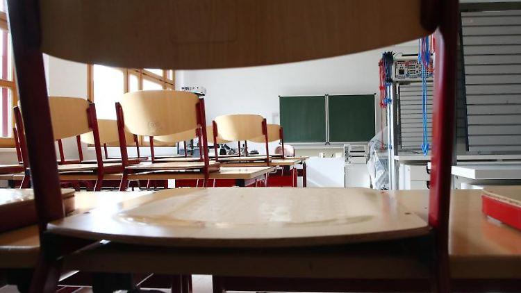 Ein leeres Klassenzimmer. Foto: Bodo Schackow/zb/dpa/Archiv