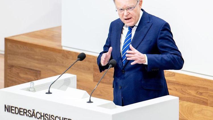 Stephan Weil (SPD), Ministerpräsident von Niedersachsen, spricht imLandtag. Foto: Hauke-Christian Dittrich/dpa