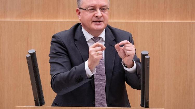 Andreas Stoch (SPD) spricht im Landtag von Baden-Württemberg. Foto: Christoph Schmidt/dpa/Archivbild