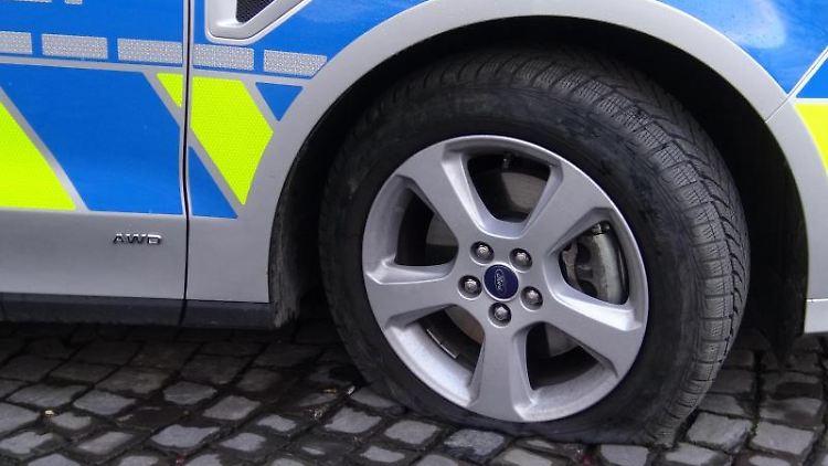 Ein Streifenwagen der Polizei. Foto: Markus Wüllner/dpa/Symbolbild