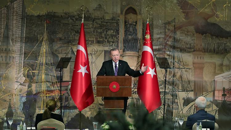 2021-01-15T133754Z_614762604_RC2D8L927SL2_RTRMADP_3_USA-TURKEY-SANCTIONS.JPG