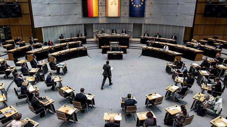 Der Berliner Senat berät über Lockerungen. Foto: Fabian Sommer/dpa/Archivbild