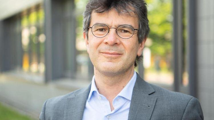 Gérard Krause, Abteilungsleiter Epidemiologie, steht am Helmholtz-Zentrum für Infektionsforschung HZI. Foto: Julian Stratenschulte/dpa/Archivbild