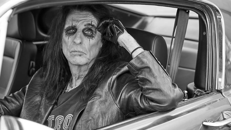 Alice_Cooper_Detroit_Stories_PressPicture_Copyright_earMUSIC_Photo_Credit_Jenny_Risher_loRes_1000px.jpg