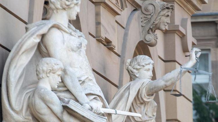 Eine Statue der Justitia. Foto: Stefan Puchner/dpa