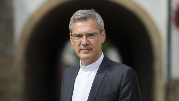 Der Hildesheimer Bischof Heiner Wilmer. Foto: Julian Stratenschulte/dpa/Archiv