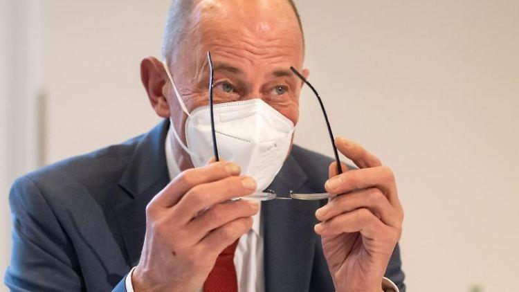 Wolfgang Tiefensee (SPD), Thüringer Minister für Wirtschaft, Wissenschaft und Digitale Gesellschaft. Foto: Michael Reichel/dpa/Archivbild