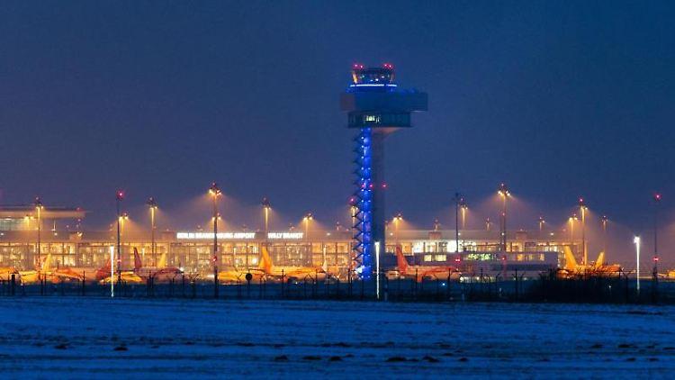 Abendliche Aufnahme des Flughafens Berlin Brandenburg
