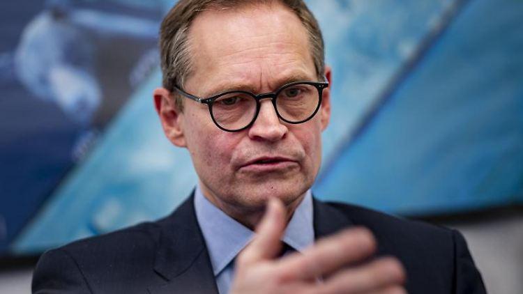 Berlins Bürgermeister Michael Müller bei einem Interview in Berlin. Foto: Fabian Sommer/dpa