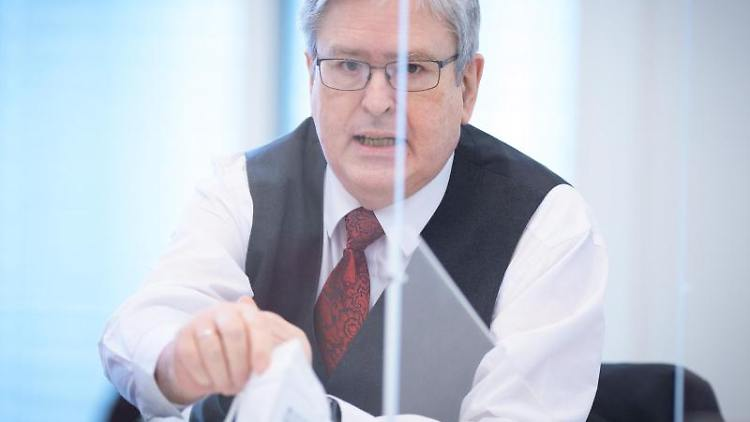 Brandenburgs Wirtschaftsminister Jörg Steinbach bei der Landtagssitzung in Potsdam. Foto: Soeren Stache/dpa-Zentralbild/dpa