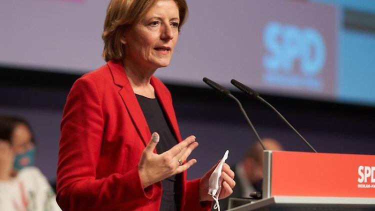 Malu Dreyer (SPD) spricht bei einer Veranstaltung. Foto: Thomas Frey/dpa/Archivbild